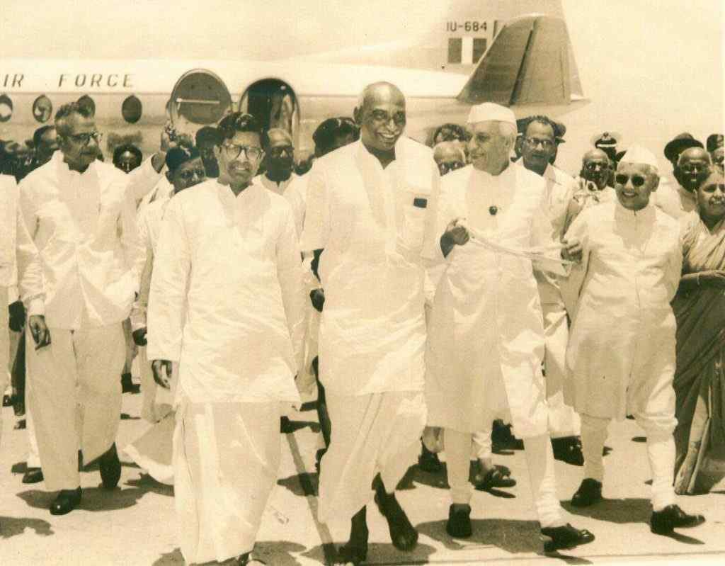 kamarajar photos Welcomed by Jawaharlal Nehru