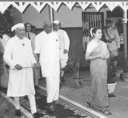 kamarajar photos Welcomed by Jawaharlal Nehru and Indra Gandhi