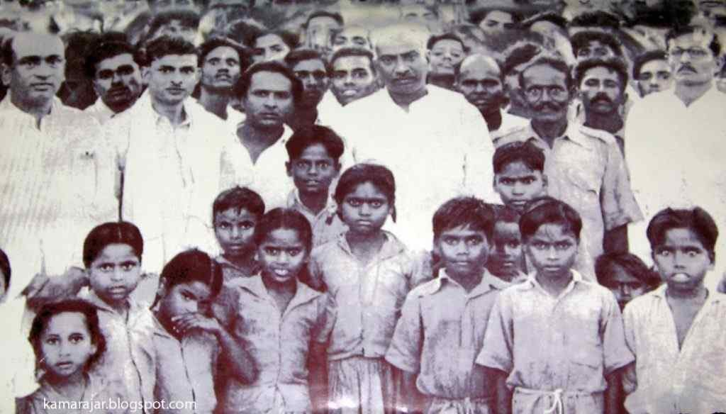 kamarajar photos with School Children's